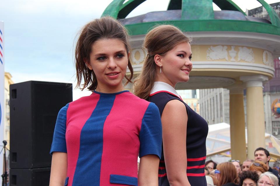 fashion-show-2872906_960_720