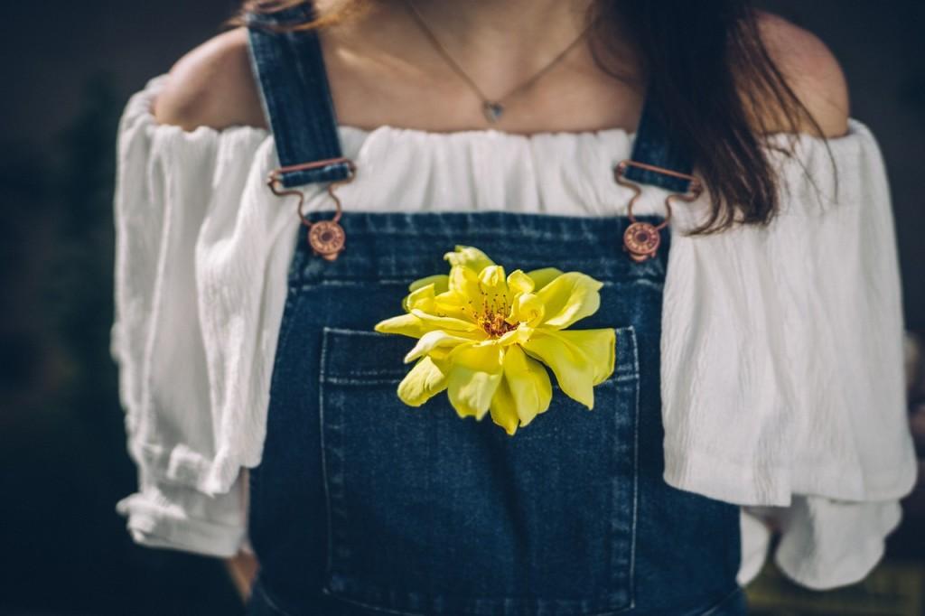 casualclotheis_yellowflower